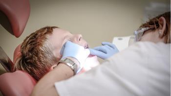 7歲男童臉腫4年!醫切開看傻:拿出526顆牙