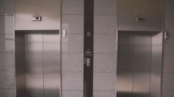 等電梯遇女鄰居!色男竟拖她回家…洩慾後勒斃