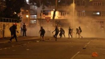香港三罷入夜混戰!警民衝突升級 白衣人再現
