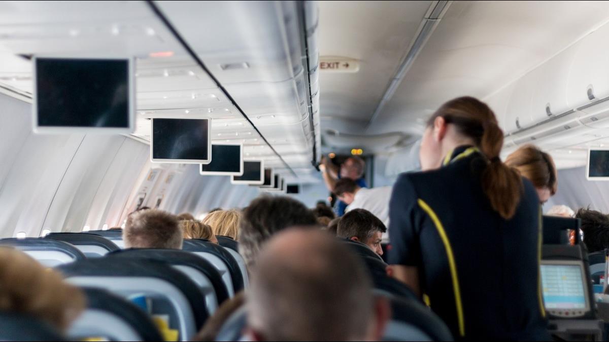 當空姐10年後慘遇中年失業!台大生道盡職場辛酸