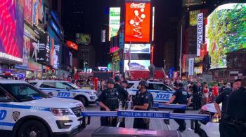紐約時報廣場濃煙巨響 民眾驚逃哭喊「有人開槍」