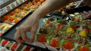 補不夠客人吃!黃昏市場平價壽司 內用立食區擠