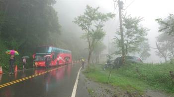 阿里山遊覽車與休旅車傳碰撞!11人受傷送醫