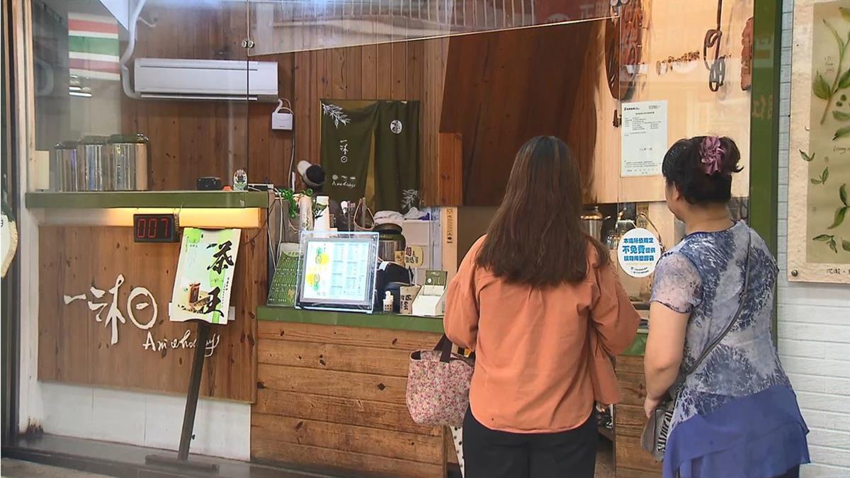 網友用〈讓子彈飛〉製作KUSO圖 暗諷表態飲料店