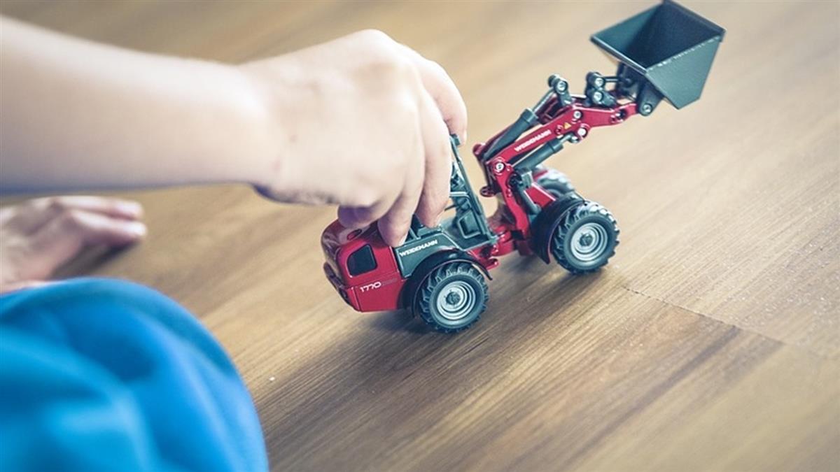 4歲男童撿「新玩具」回家炫耀 當場被炸死
