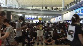 黑衣人癱瘓機場!香港12日取消所有航班