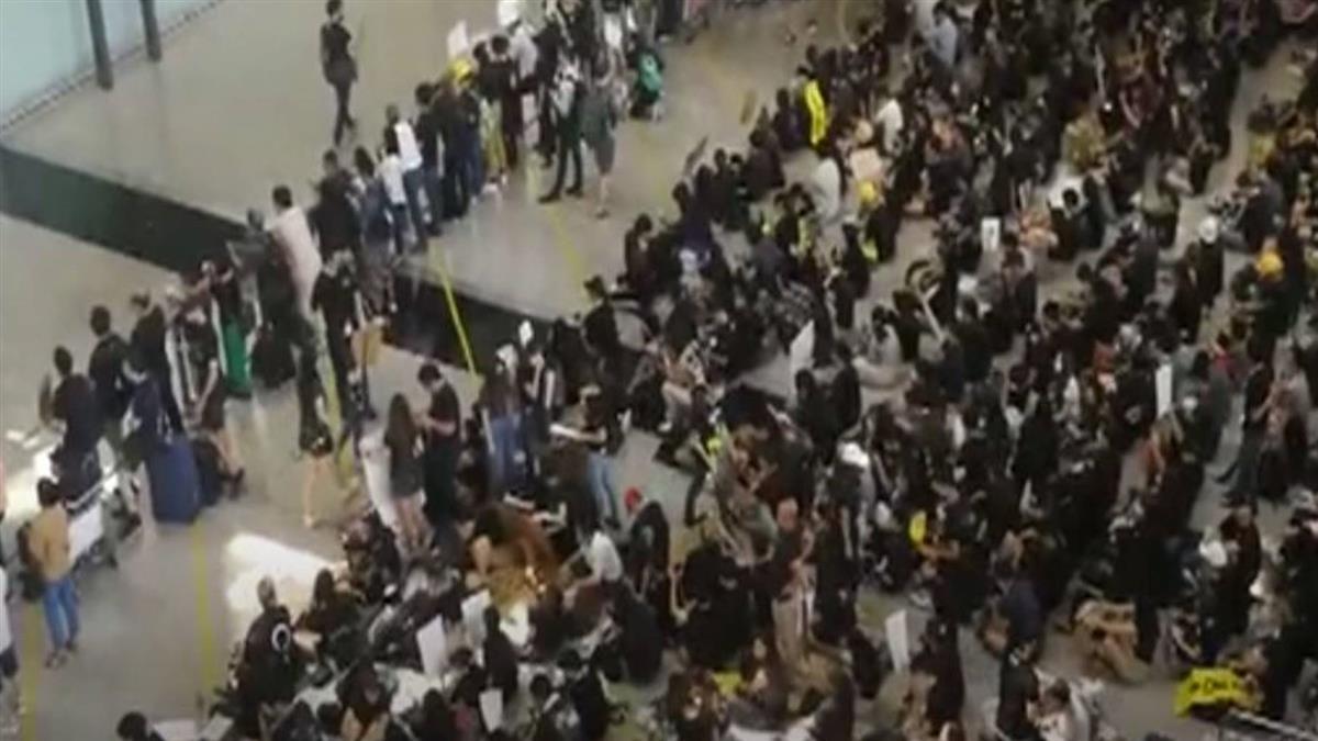 香港機場無預警癱瘓!所有航班全面取消
