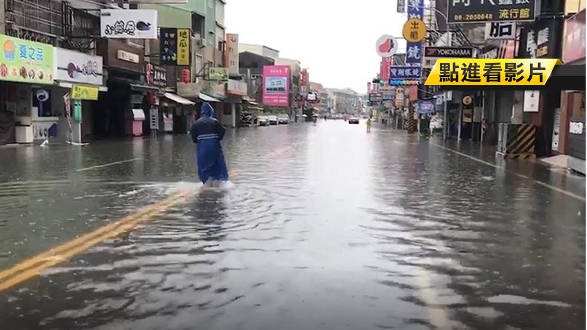 永康大灣路淹水 店家忙清理嘆:生意沒得做了