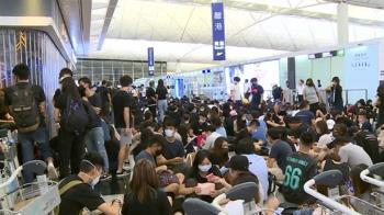 嚴守禁制令!香港機場管制:憑機票進出