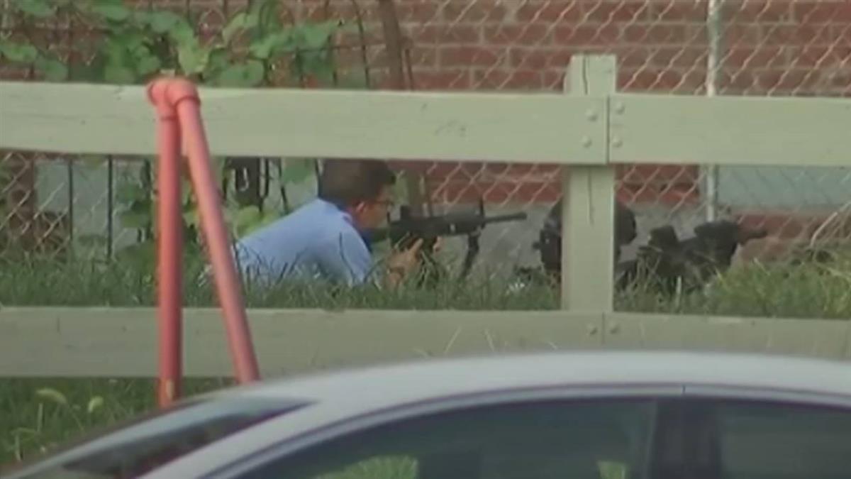 費城警匪駁火!擊發上百發子彈 6警中彈傷