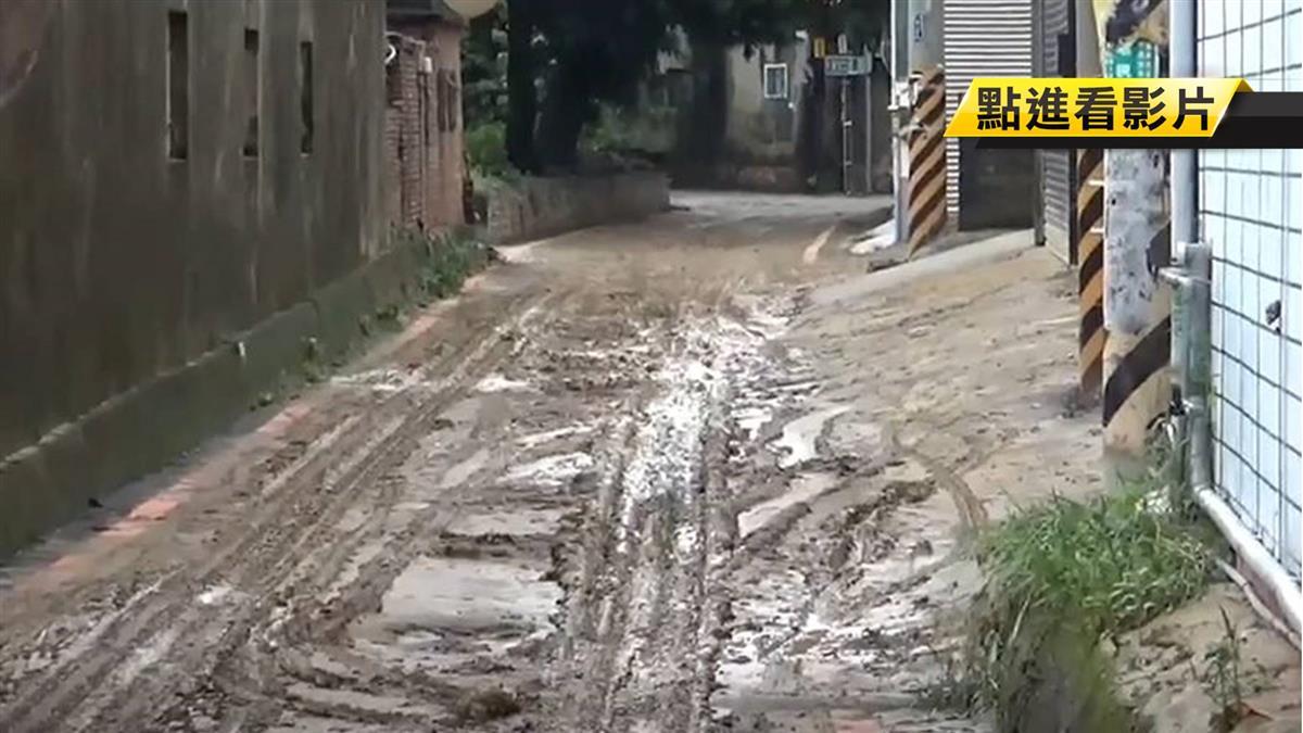 彰化涵洞淹半車門高 百萬名車慘拋錨