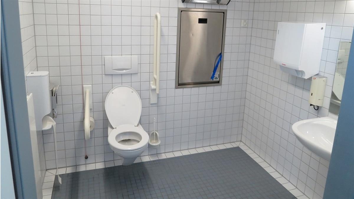 公廁防四腳獸!感應激烈運動…秒開門噴水