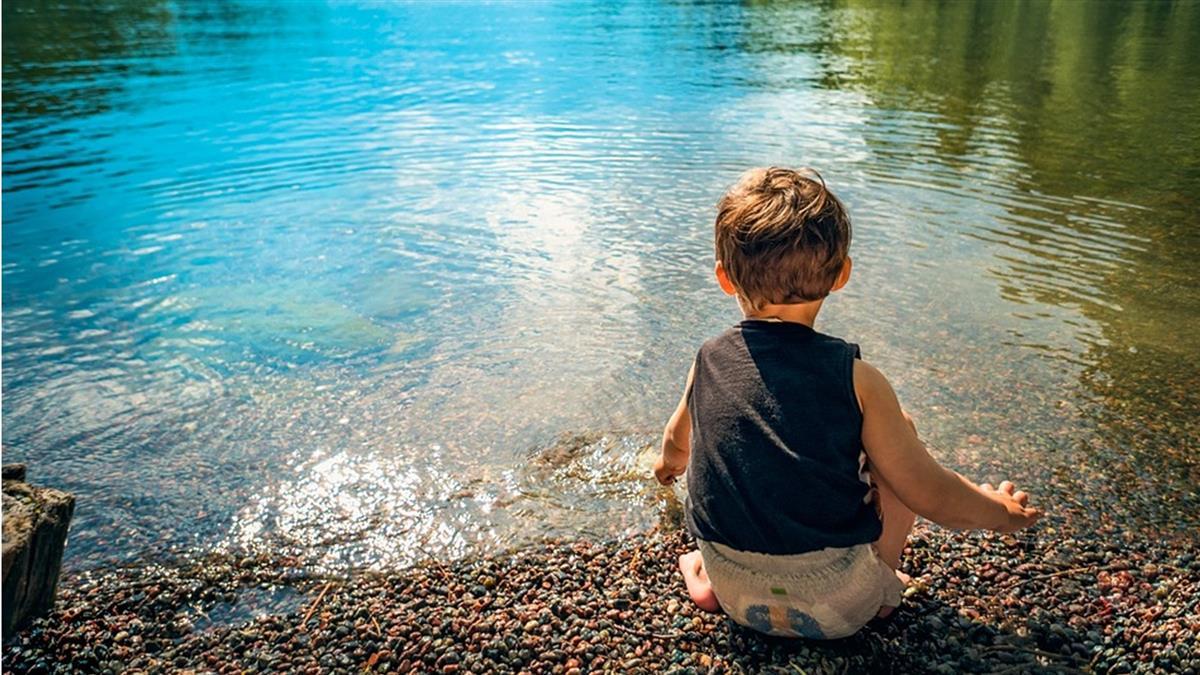 嚇死!溪水洗隱形眼鏡…男童角膜被啃到潰爛