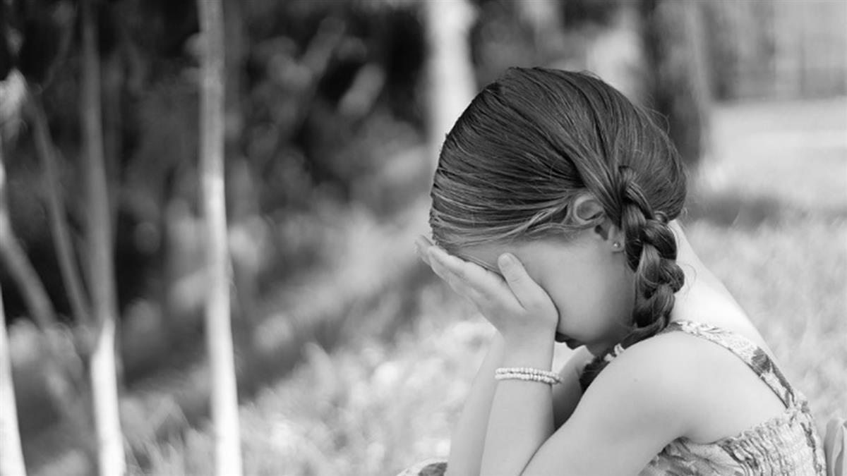 15歲少女遭生母囚禁3年!她靠這招救了自己