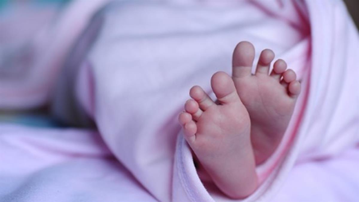 55歲嬤外遇懷孕…流產怕被甩 竟偷孫假冒兒