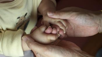 擠8月母乳…婆婆偷倒掉!尪回8字她爆哭