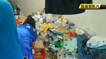 屋內垃圾山飄惡臭!1歲女嬰睡其中 僅電腦桌乾淨