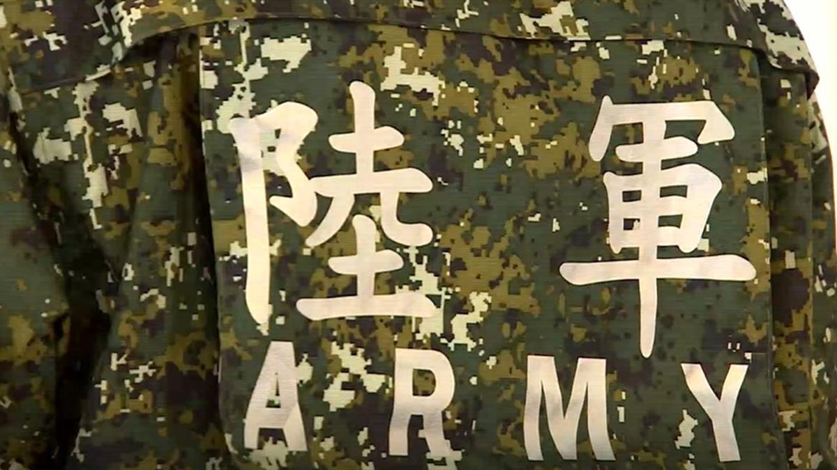 陸軍官兵換發新式雨衣 一套要價1600元