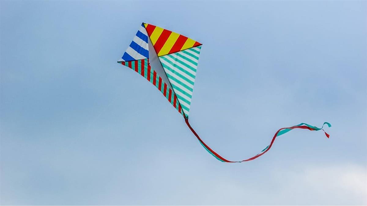 4歲女坐機車遭風箏線割喉噴血亡!爸目睹崩潰