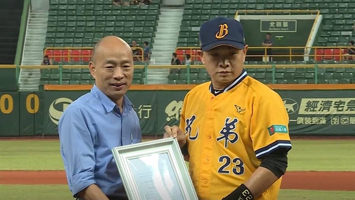 彭政閔高雄最終戰 韓國瑜送他簽名球…網看傻