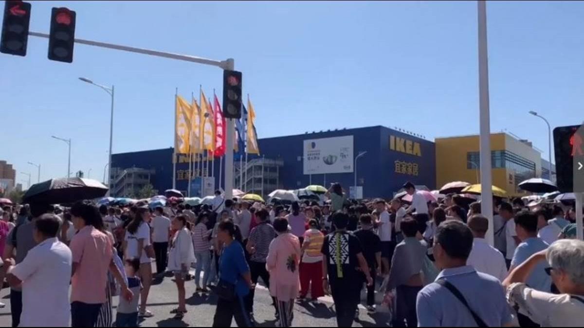 比春運還誇張!鄭州IKEA開幕湧入8萬人