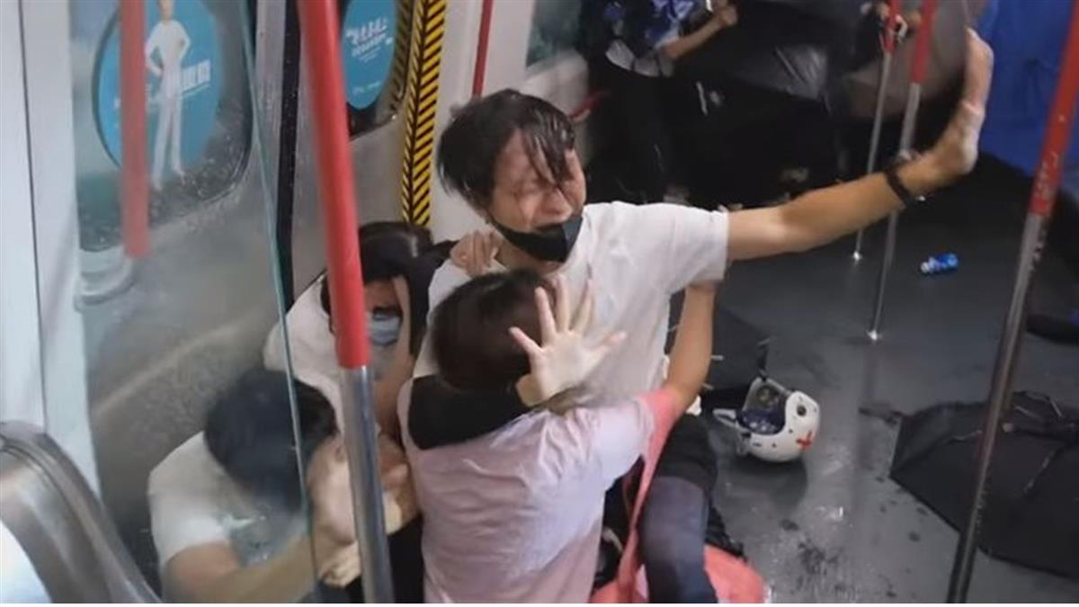 速龍衝太子站暴打濺血 目擊者慟:港版屍速列車