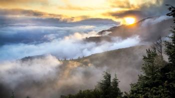 登山隊攀素密達斷崖 62歲男失足墜落身亡