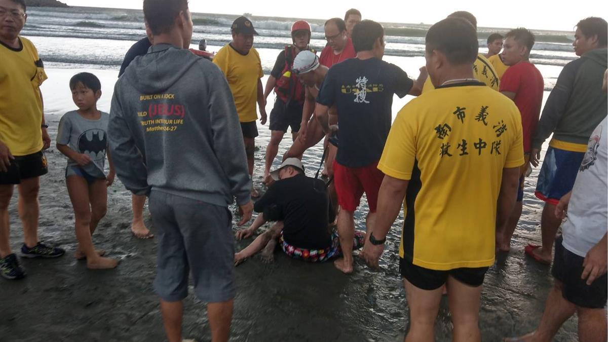 台南安平5遊客集體溺水!3命危緊急搶救中