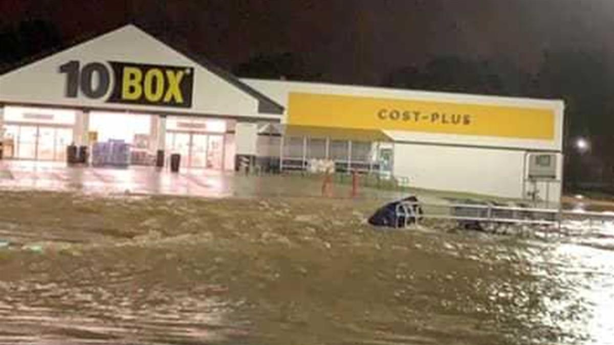 遭洪水沖走 求救警被狠回:閉嘴!女滅頂慘死