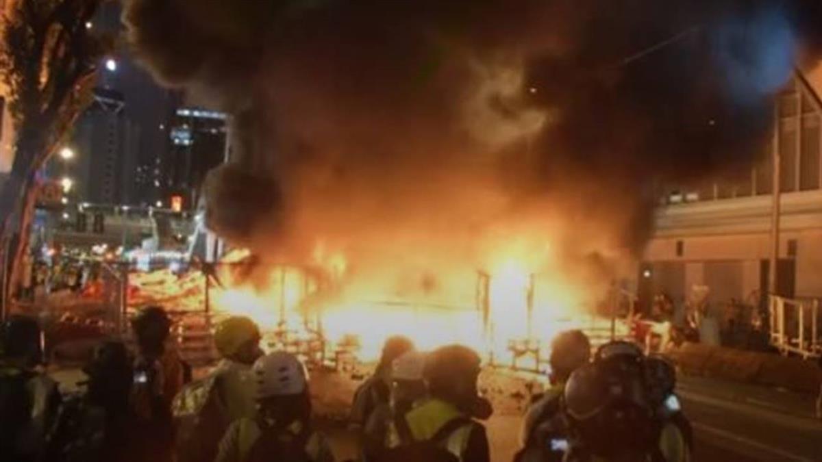 反送中運動東涌站遭癱瘓 港警大動作清場