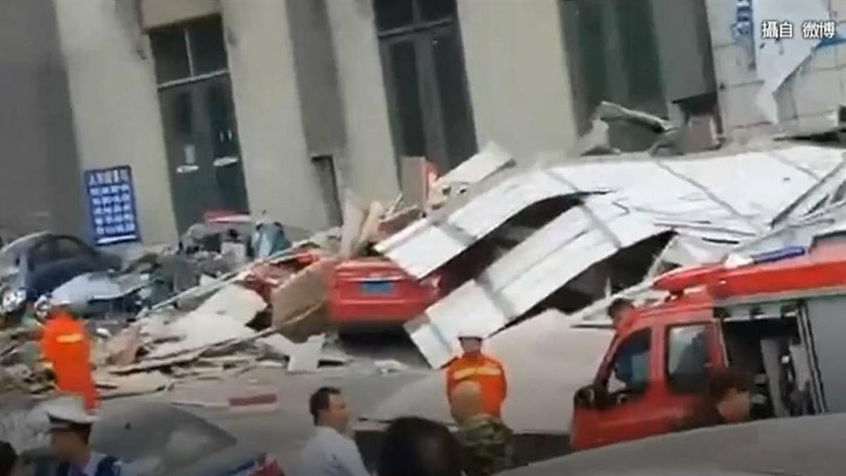 貴陽最大社區!10M高連廊倒塌毀10車1傷