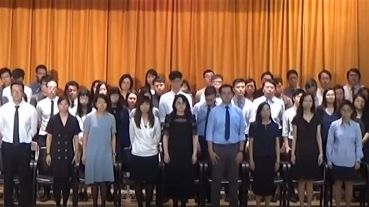香港中學開學典禮 學生齊唱悲慘世界喊口號