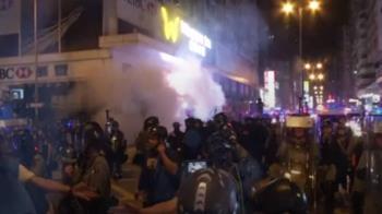 示威民眾包圍旺角警署 求公開831監視器畫面