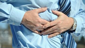 40歲男腹痛…肝變超嚇人 竟是每天喝這飲料