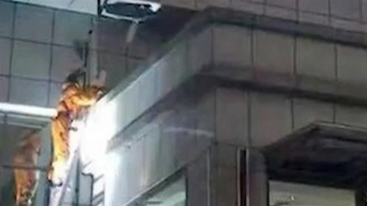 3國中妹手牽手18樓墜落... 大字形趴地慘死
