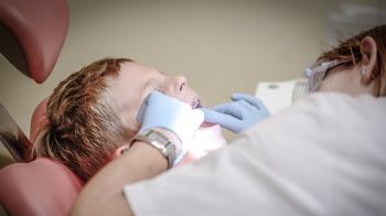 牙痛忍1年!15歲男下顎慘遭「吃掉一半」