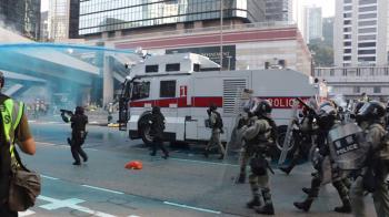 反送中遊行變調!港警出動水炮車、催淚彈驅散