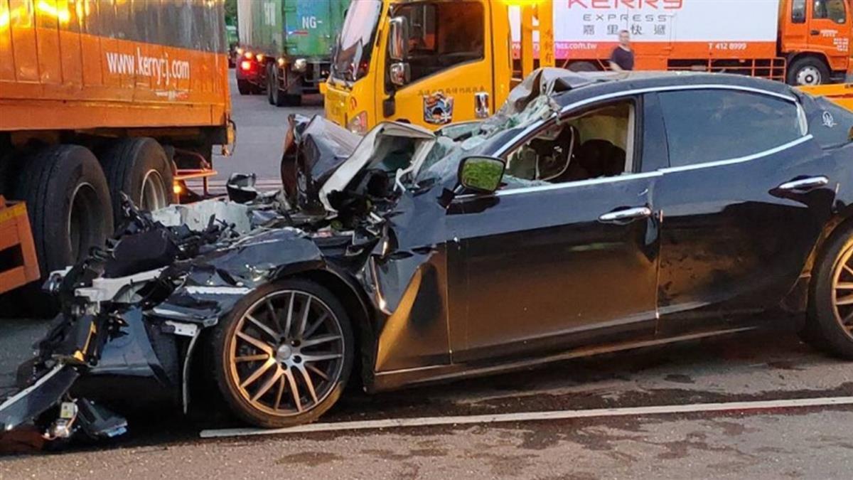 桃園傳重大車禍!瑪莎拉蒂撞大貨車 酒駕男慘死