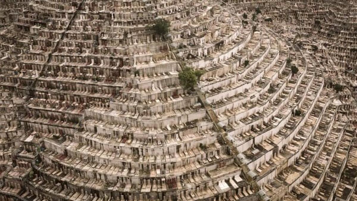 香港地下擠爆!墓碑滿山坡…骨灰罈位要排7年