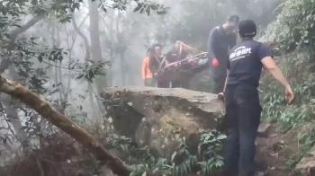 夫妻登山遭蜂螫險死!12警消從早救到晚