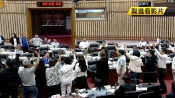 為高市議會準時六點下班 藍綠再戰場面混亂