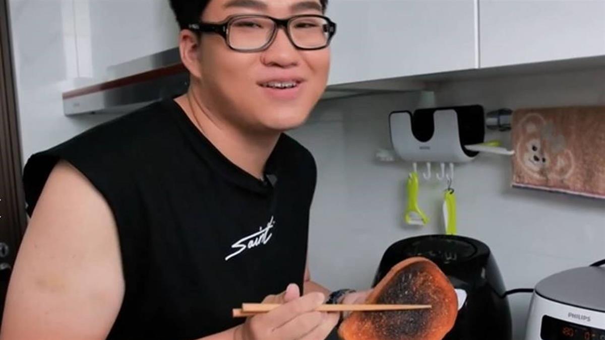 九妹開箱氣炸鍋 5分鐘麵包變焦黑…影片秒下架