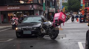 BMW互撞!熊貓重機外送員卡車頭 網酸爆