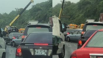 國3土城交流道10車連環撞!2女輕傷 回堵6km