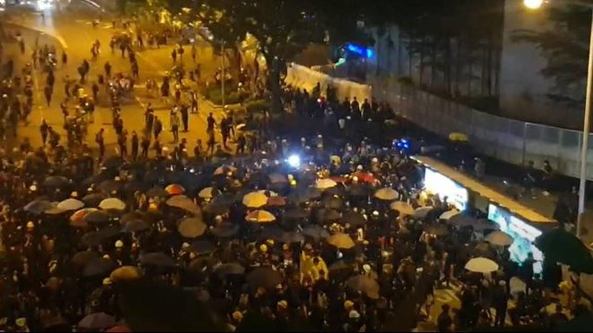 雨傘革命5週年!大量港民包圍行政長官辦公室