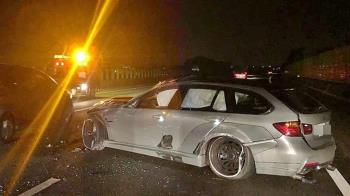 BMW網紅車遭三寶撞爛!車主淚:沒能保護你