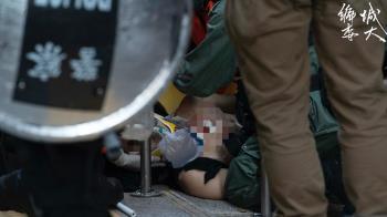 反送中首例!港示威者疑左胸中彈倒地 畫面曝光