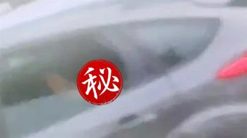 浪語震天…一隻腳伸出狂搖 男女車內激戰