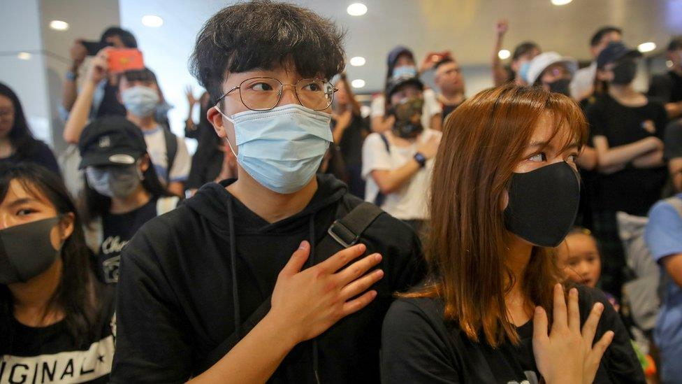 右眼可能失明的印尼女記者:多次臉書直播香港示威,可能起訴警方