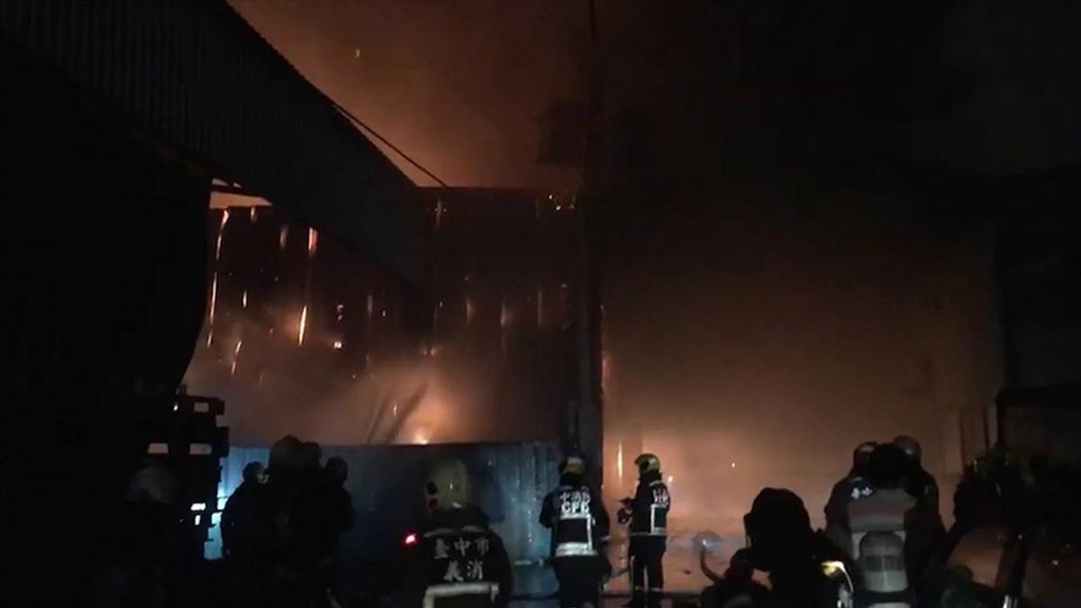 鐵皮工廠大火釀2消殉職 黨團促立法院修消防法